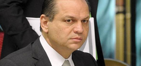 Ministro da saúde faz comentários dizendo que doenças são 'imaginações'
