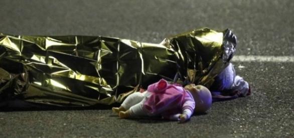 Pelo menos dez crianças morreram no atentado
