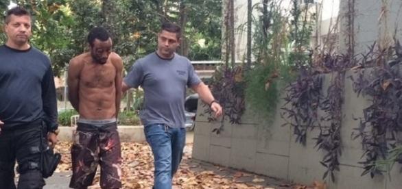 Homem que esfaqueou mulher em frente à filha no RJ, é ex-namorado da vítima