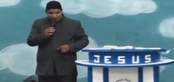 Pastor acusa Globo de crimes e satanismo
