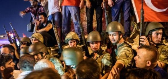 Tentative de coup d'État et situation très confuse en Turquie