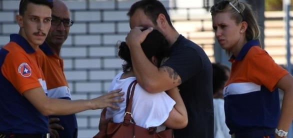 Una familia rompe a llorar en Niza