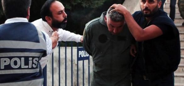 Detenidos miles de policías en Turquía
