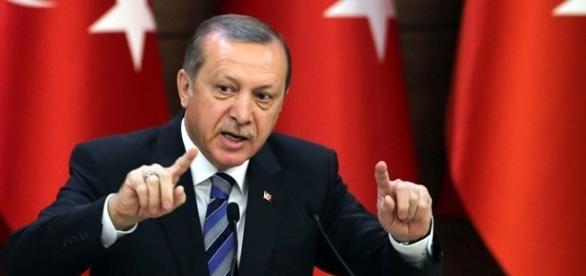 Erdogan, presidente da Turquia, sobrepuja o golpe dos militares