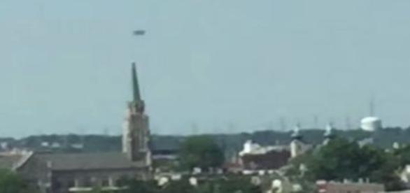 Objeto foi notado sobre o município de Staten Island (Youtube/secureteam10)