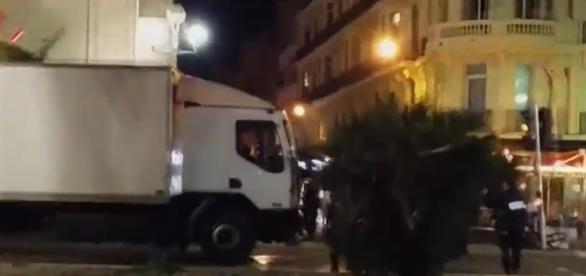 Șoferul camionului alb a cerut mai multe arme printr-un sms