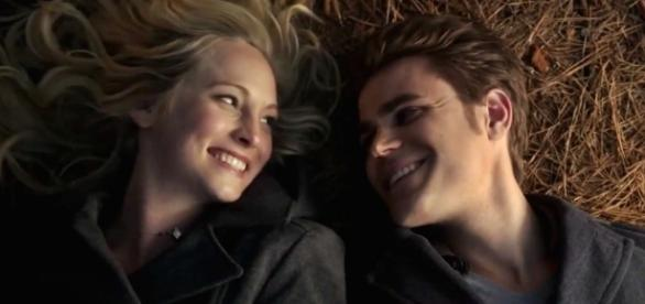 The Vampire Diaries: Caroline Forbes e Stefan Salvatore (Foto: CW/Screencap)