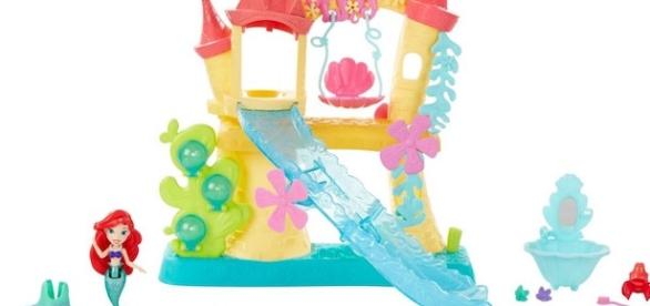 All photos are courtesy of Hasbro. Disney Princess Little Kingdom Ariel's Sea Castle