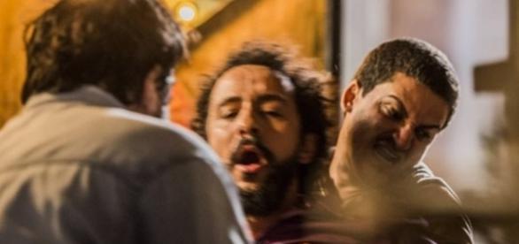 Bento leva surra ordenada por Afrãnio (Divulgação/Globo)