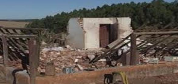 Estragos causados pelo forte vendaval em São Miguel Arcanjo - São Paulo
