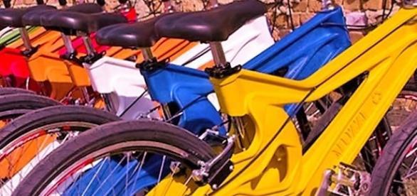 Garrafas PET são matéria prima na produção de bicicletas.