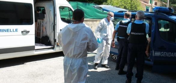 O mamă şi cele trei fiice ale sale au fost înjunghiate în Franţa