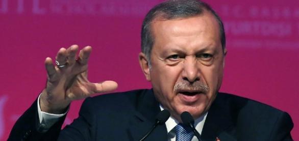 Siria, Erdogan in conferenza stampa dopo il tentato golpe.