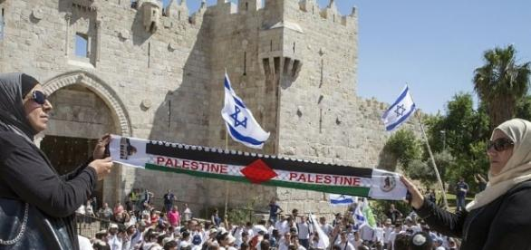 Algunas personas palestinas reunidas