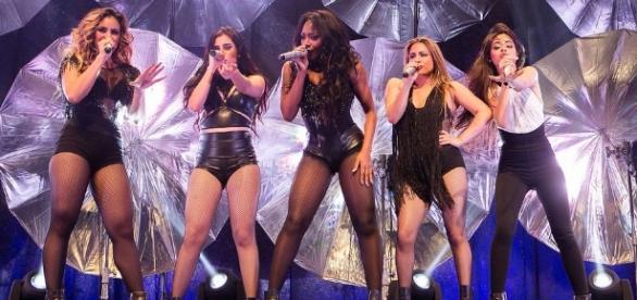 Fã encontra Fifth Harmony no palco do 'Caldeirão'