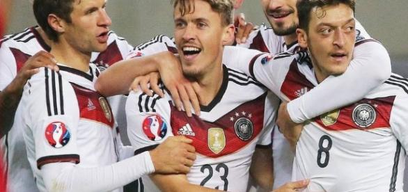 GALERÍA: (Fútbol Europa) Alemania, Polonia, Albania y Rumanía se ... - elnuevoherald.com