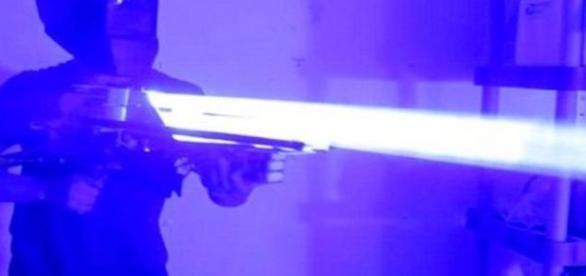 Jovem destruiu estabilizador de computador com canhão a laser
