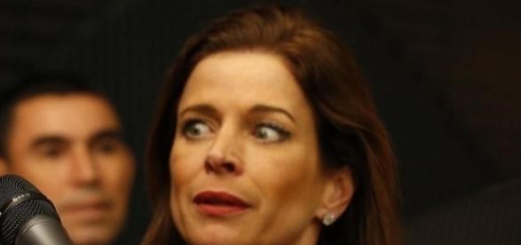 Mulher de Cunha tem olhos arregalados que estão chamando a atenção dos brasileiros