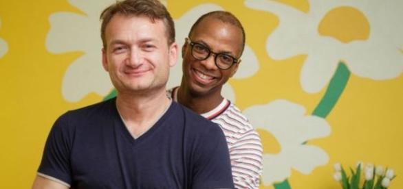 Clai şi Adrian, cei doi soţi care vor să le fie recunoscută căsătoria
