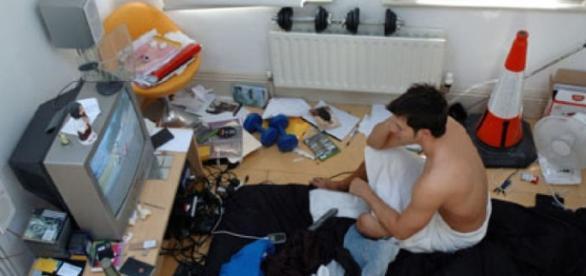 Românii locuiesc cu chirie în camere supraaglomerate