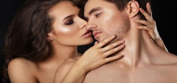 Troca de olhares e beijos molhados são extremamente viciantes