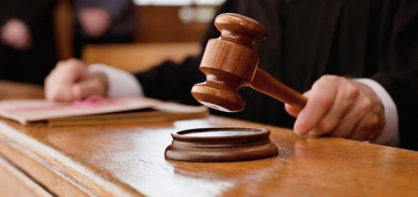 Un antrenor de handbal acuzat de viol, condamnat la 30 de ani