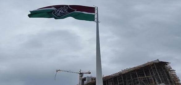 Com bandeira no alto do mastro, CT do Flu é inaugurado (Foto: Hector Werlang / Globoesporte)