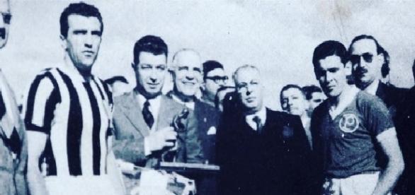 Dirigentes da Fifa, jogadores da Juventus-ITA e do Palmeiras na final da Copa Rio 1951
