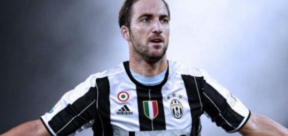 Higuaín es nuevo jugador de la Juventus
