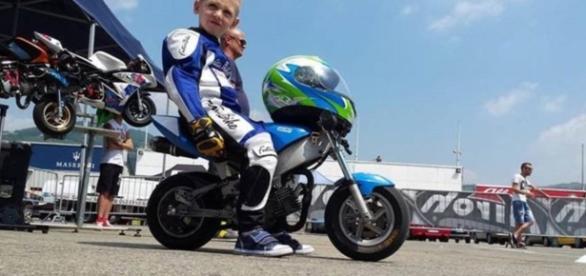 O menino de 6 anos morreu durante uma competição.