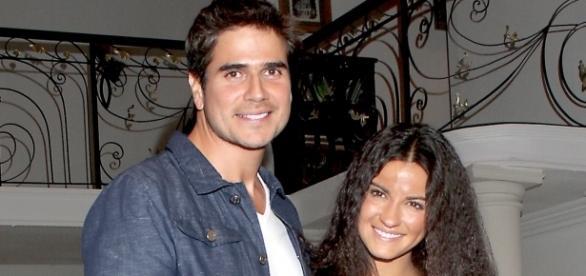 Paulo (Daniel Arenas) e Esmeralda (Maite Perroni)