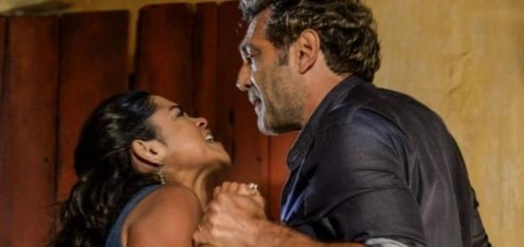 Santo anuncia fim de seu casamento com Luzia.