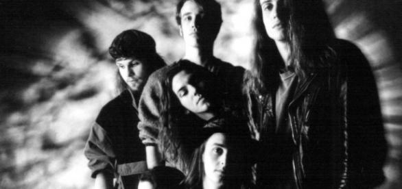 Temple Of The Dog: Chris Cornell, Matt Cameron, Stone Gossard, Mike McCready, Jeff Ament e Eddie Vedder, na fase pré-Pearl Jam