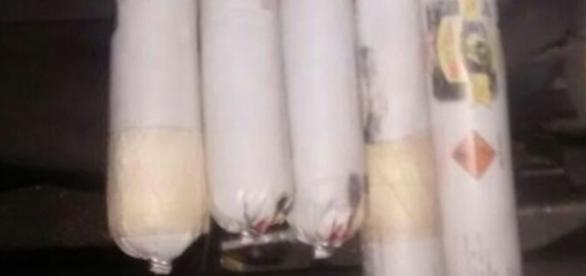 A polícia do Ceará prendeu o casal que transportava drogas e explosivos dentro do carro.