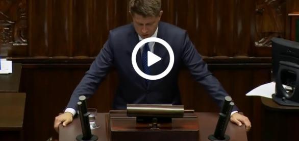 Ryszard Petru na mównicy sejmowej.