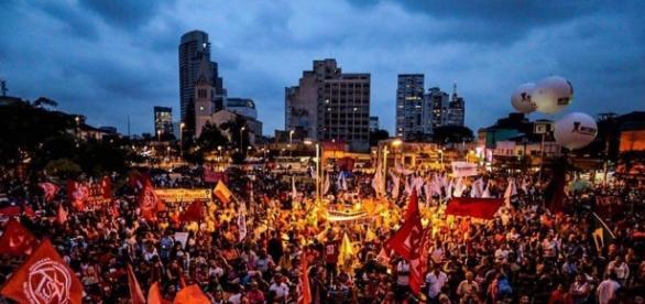 Movimentos sociais realizam atos pela derrocada do impeachment