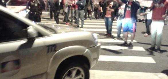 Carro da Globo foi impedido de chegar ao Ginásio Poliesportivo