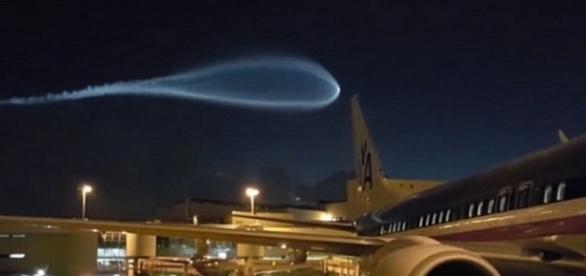 OZN filmat pe aeroportul din Maimi, SUA