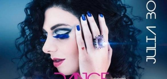 """Capa do segundo álbum de Júlia Bosco, """"Dance com seu Inimigo"""""""