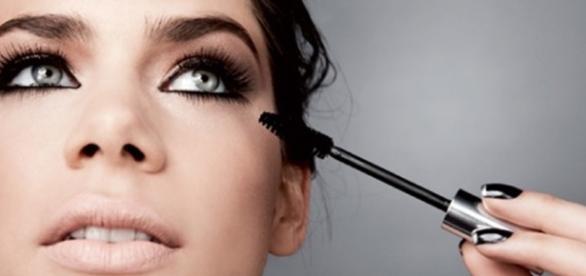 Com as dicas certas, toda mulher pode se transformar com simples toques de maquiagens