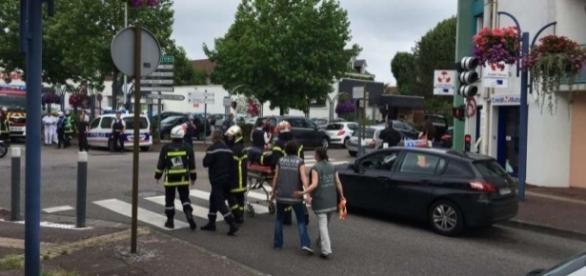 En el asalto ha muerto un cura y otra persona se encuentra gravemente herida