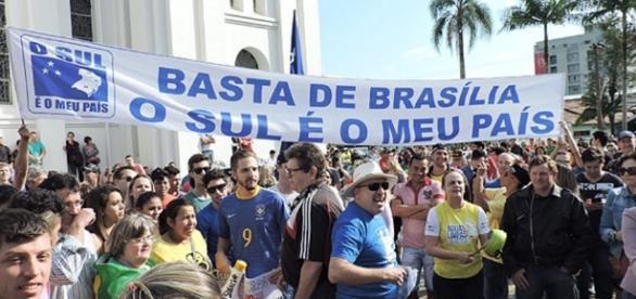 Grupo faz protesto para pedir que Sul vire país