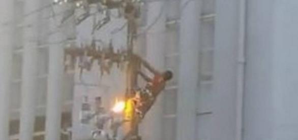 Homem é eletrocutado ao tentar ver Dilma