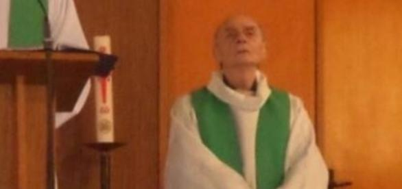 Padre é degolado por terroristas, na França