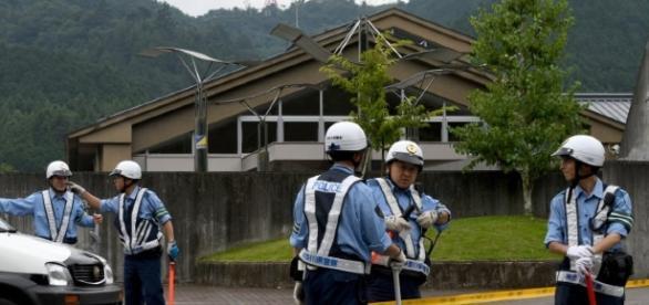 Poliţiştii japonezi la locul faptei