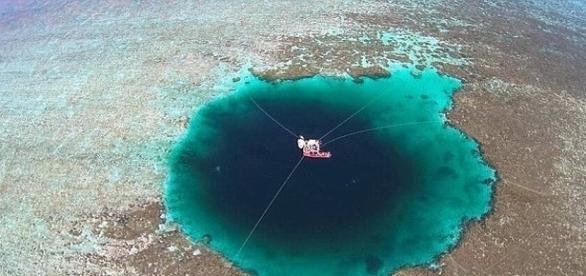 Buraco tem mais de 300 metros de profundidade