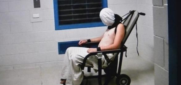 Programa de TV mostra jovens sendo torturados em centro