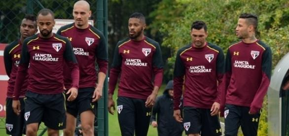 Atletas do tricolor durante treinamento no CT da Barra Funda (Foto: Reprodução/SPFC.net)