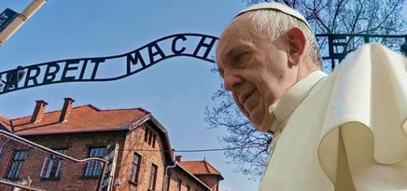 El Papa Francisco en el campo de exterminio nazi de Auscwitz