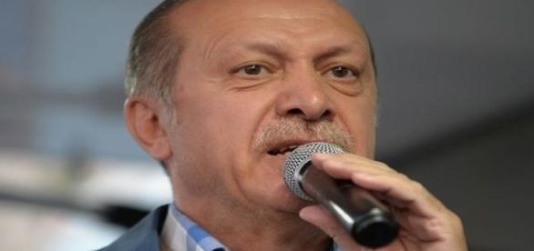 Erdoğan fechou 130 veículos de comunicação